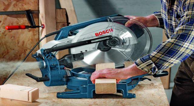 Sierra ingletadora GCM 10X Bosch corte en madera
